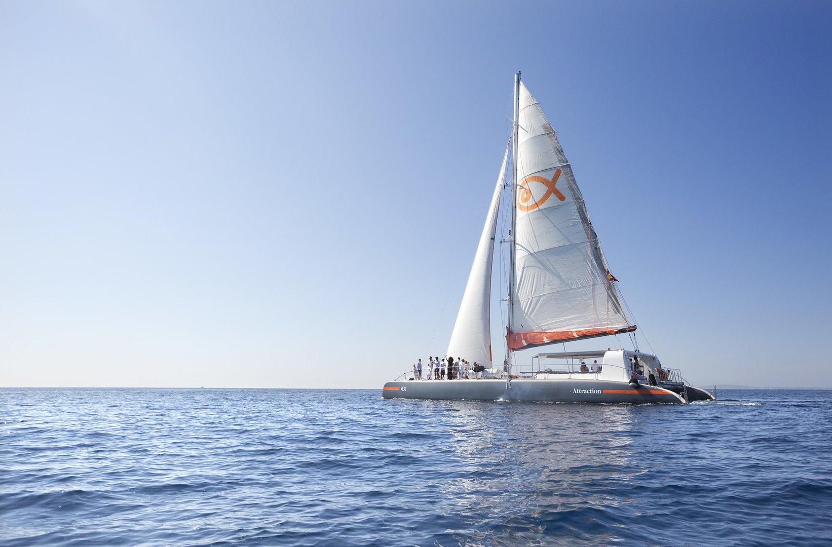 navegación a vela con el catamaran